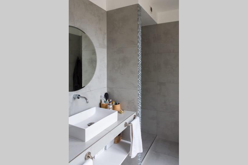 La salle de bains grise, raffinée et contemporaine