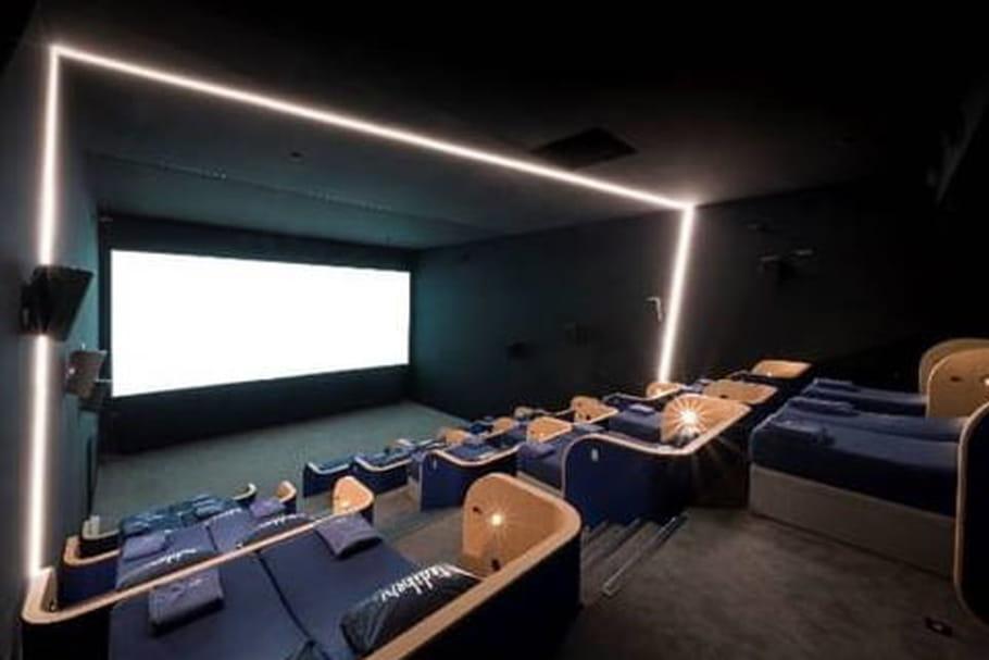 Une salle de ciné avec des lits à Marseille, une vraie bonne idée?