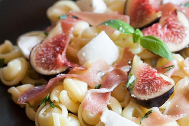 Pâtes aux figues, jambon cru et mozzarella