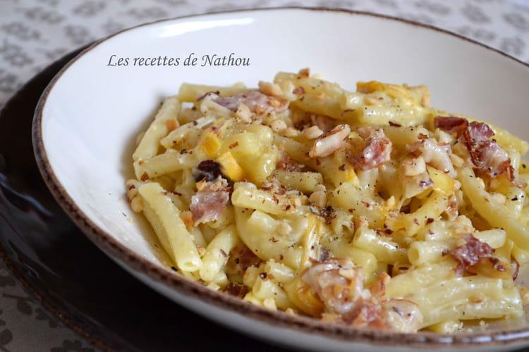Macaroni au lard, Reblochon et noisettes grillées