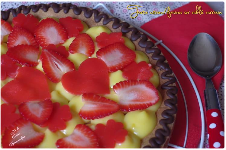 Tarte citron fraises sur sablé sarrasin