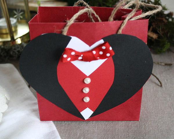 une pochette cadeau customis e pour la saint valentin. Black Bedroom Furniture Sets. Home Design Ideas
