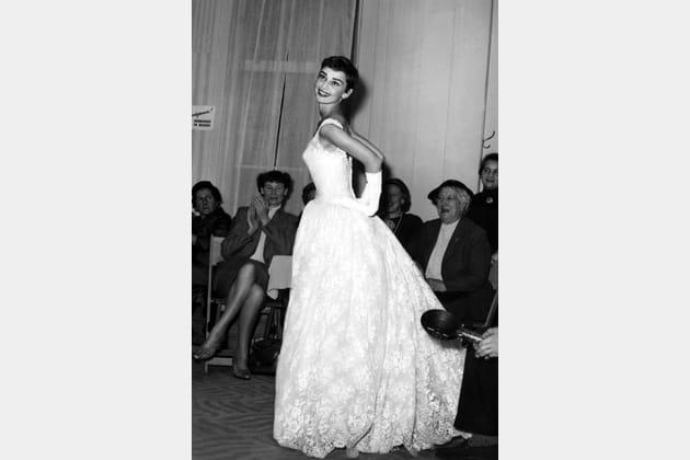 Audrey Hepburn en robe en dentelle