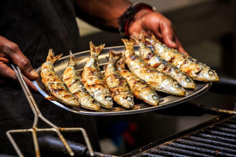 Comment éviter que les sardines collent au barbecue?