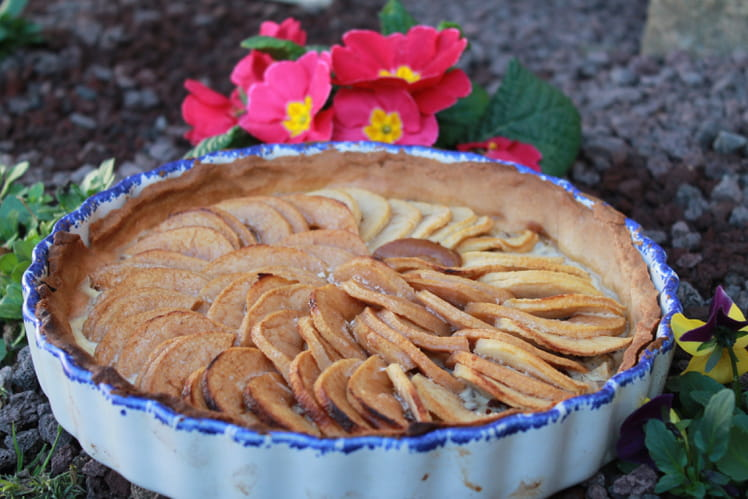 recette de tarte aux pommes et aux noisettes la recette facile. Black Bedroom Furniture Sets. Home Design Ideas