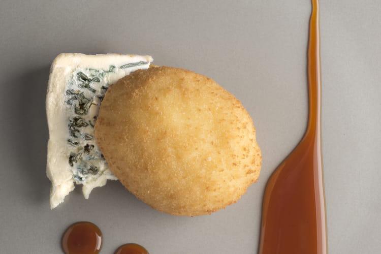 Cromesquis d'œuf, caramel d'orange, Saint Agur