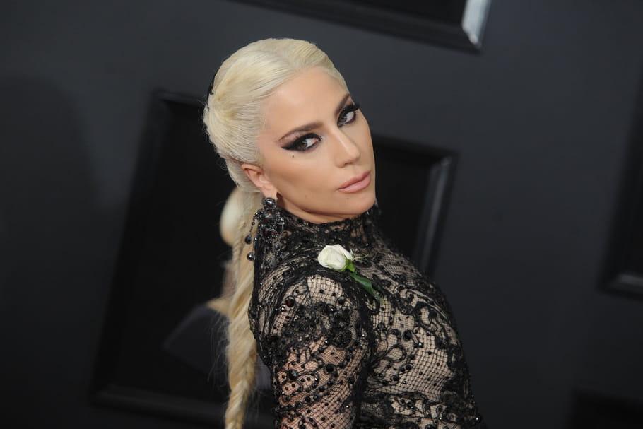 Grammy Awards 2018: Lady Gaga, extravagante sur le tapis rouge