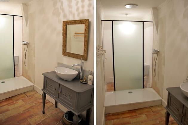 Une salle de bains dans la tourelle for Enlever odeur cigarette chambre