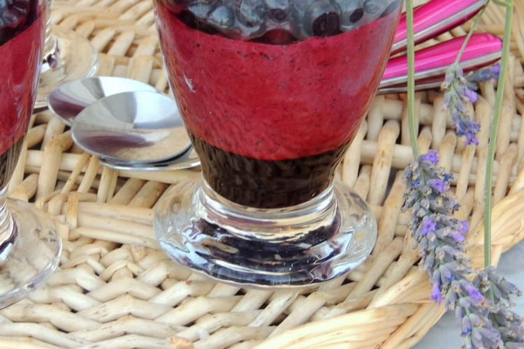 Verrines fruitées, mousse et confit de myrtille sauvage