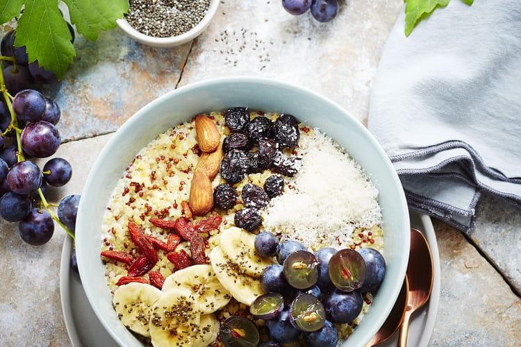 Bowl quinoa, chia, raisins, banane