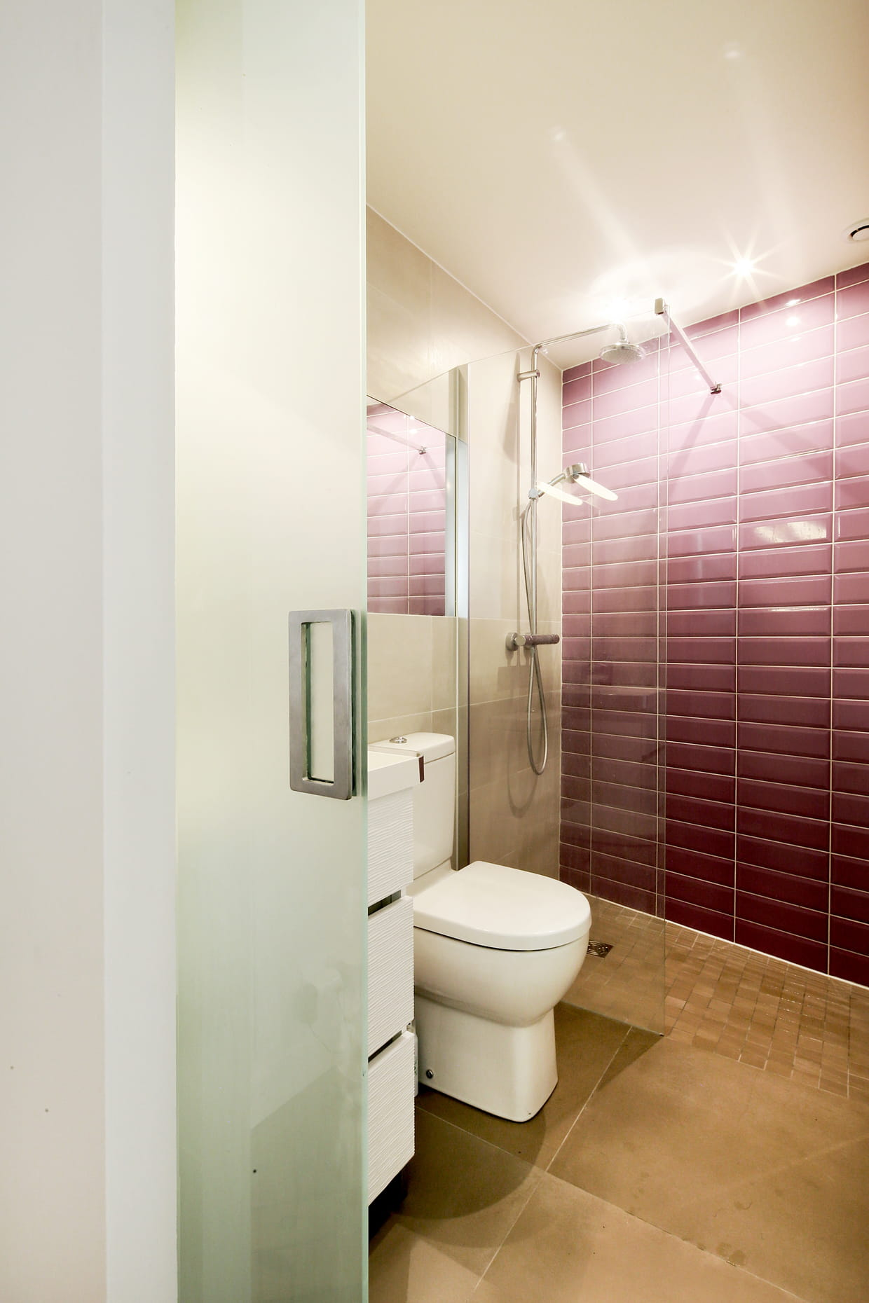 Une salle de bains l gante et fonctionnelle for Quelle couleur pour un wc
