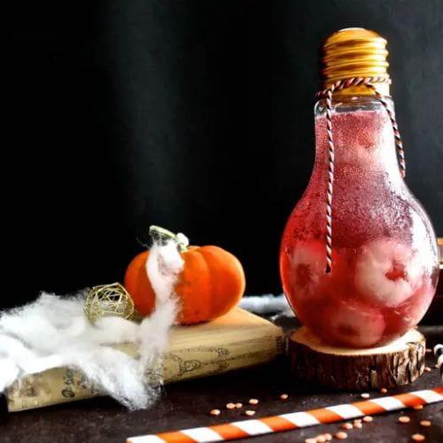 Cocktail potion d'Halloween, raisin et litchi