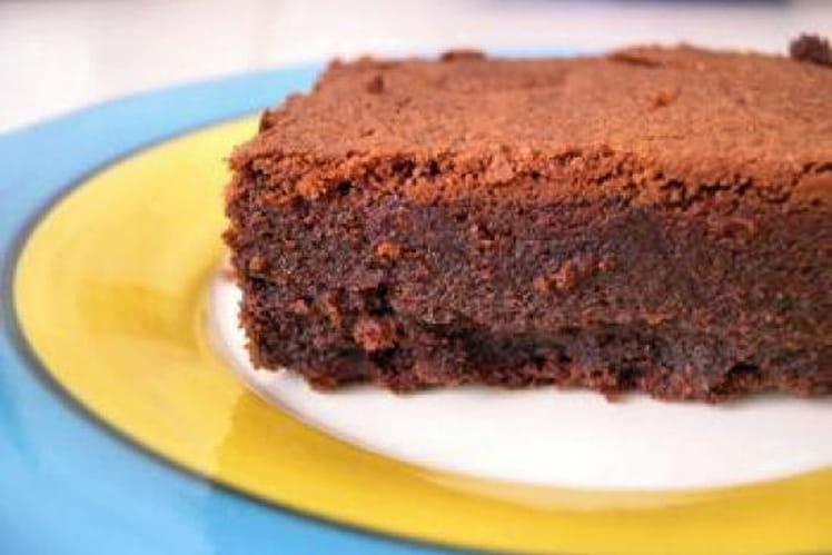Gâteau au chocolat, yaourt et fleur d'oranger