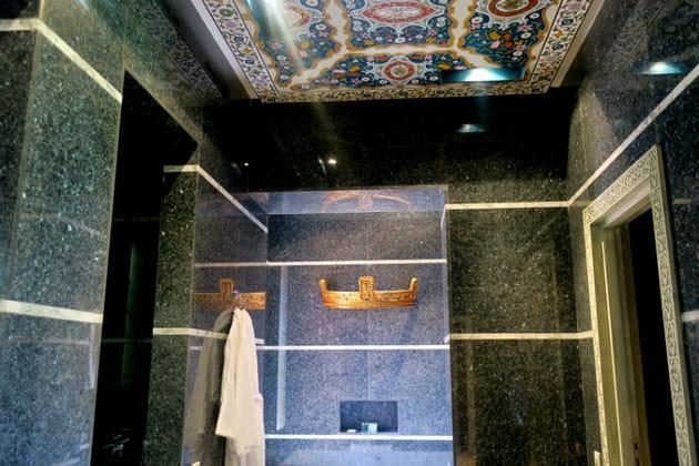 La salle de bain spa de la villa présidentielle