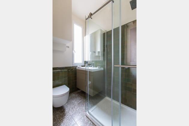 toilettes vertes. Black Bedroom Furniture Sets. Home Design Ideas