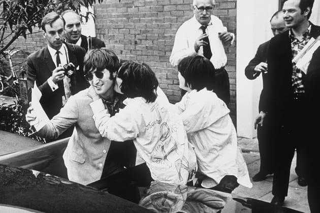 John Lennon, assaillis de baisers...