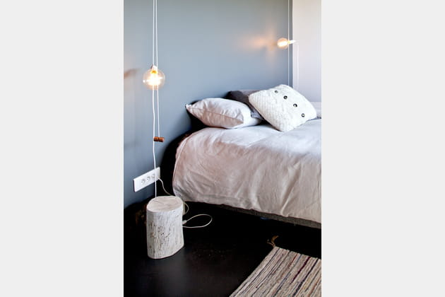 Table de nuit en rondin de bois blanchi