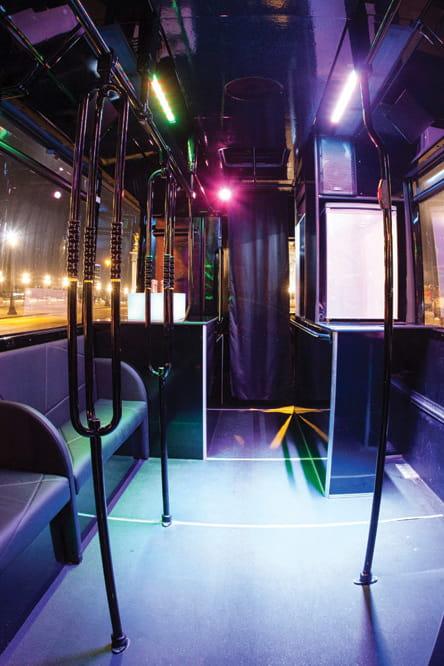 un bus discoth que paris. Black Bedroom Furniture Sets. Home Design Ideas