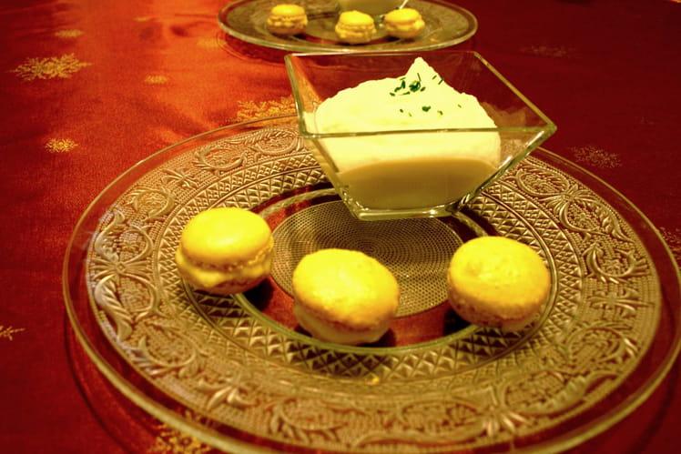 Crème de chou-fleur et macaron glacé à la mangue