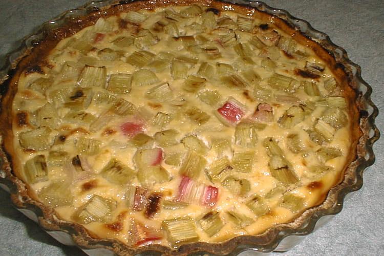 Tarte à la rhubarbe et confiture d'abricots