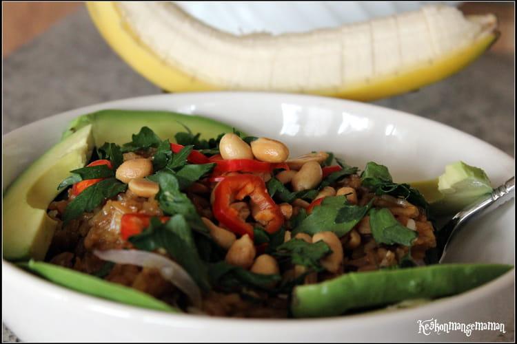 Riz thaï frit piment, crème de coco, cacahuètes et avocat