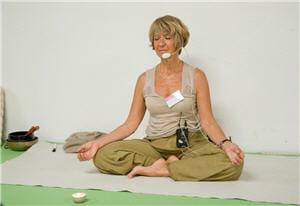 aucune contre-indication : tout le monde peut pratiquer le yoga à son niveau.