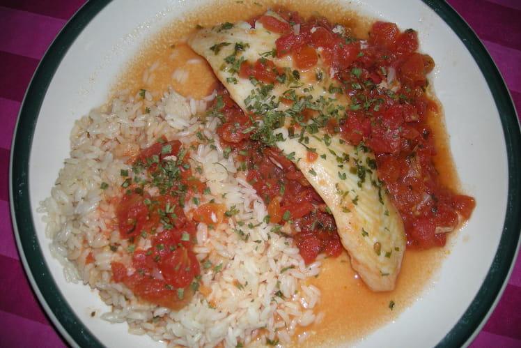Filet de poisson poché à la tomate