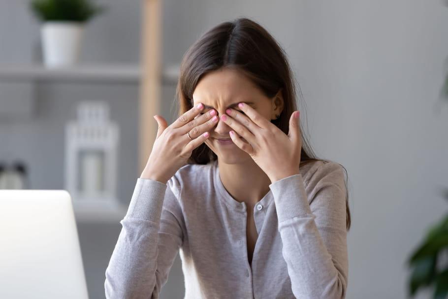 Yeux secs: causes, que faire, quelles gouttes?