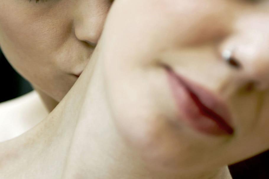 18% des femmes ont déjà été attirées par une autre femme