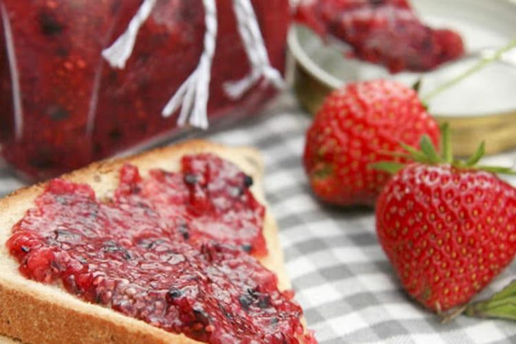 Confiture de fruits rouges des bois à la menthe et graines de chia
