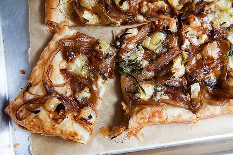 Tarte aux oignons caramélisés, brie et gorgonzola
