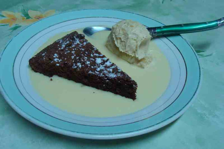 Gâteau au chocolat et crème anglaise