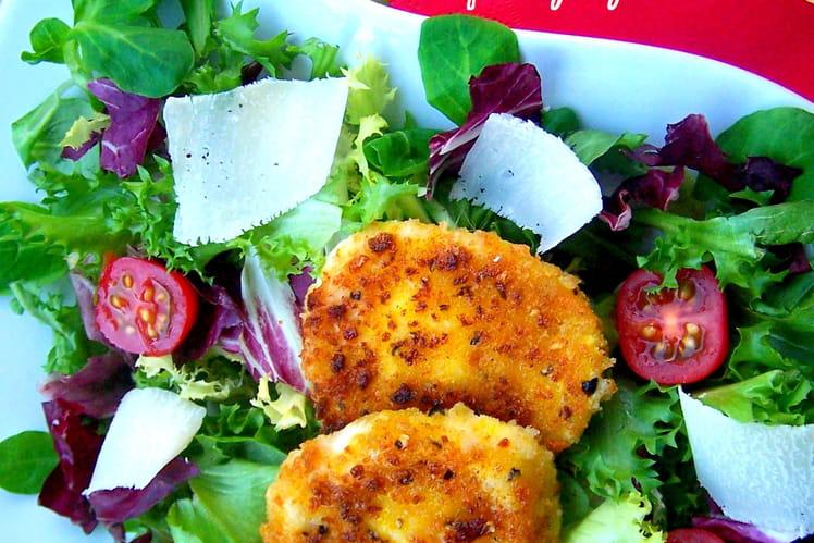 Salade mêlée, tomates, parmesan & mozzarella panée