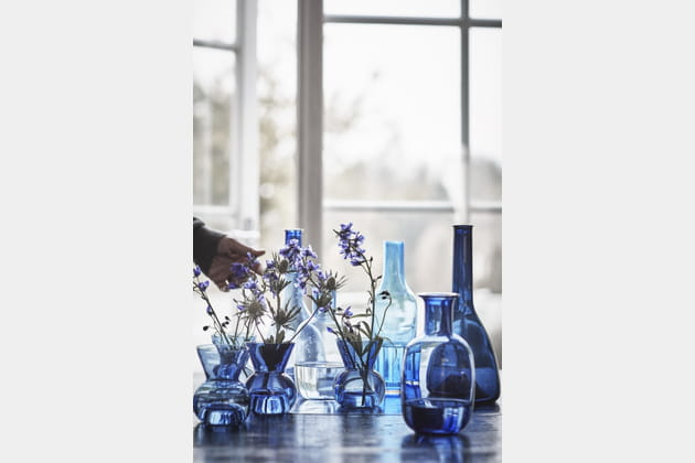 vases transparents en verre souffl bleu. Black Bedroom Furniture Sets. Home Design Ideas