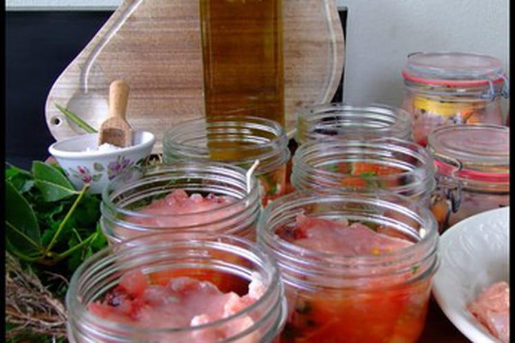 Conserves de thon aux tomates