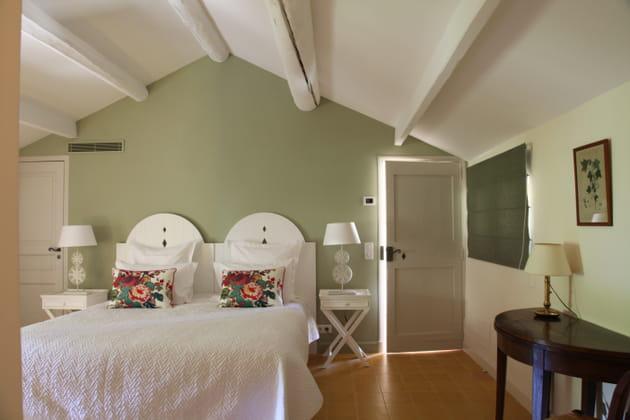 en vert amande. Black Bedroom Furniture Sets. Home Design Ideas