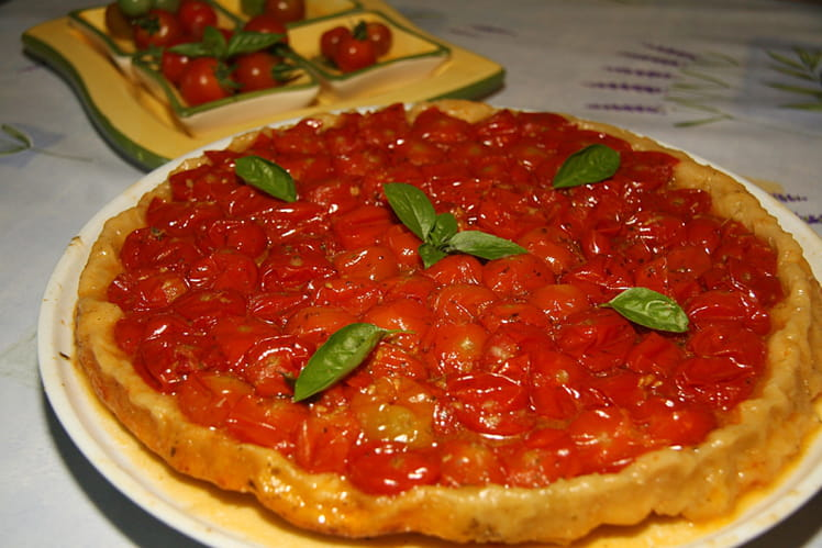 Tatin de tomates cerises, pesto et Parmesan