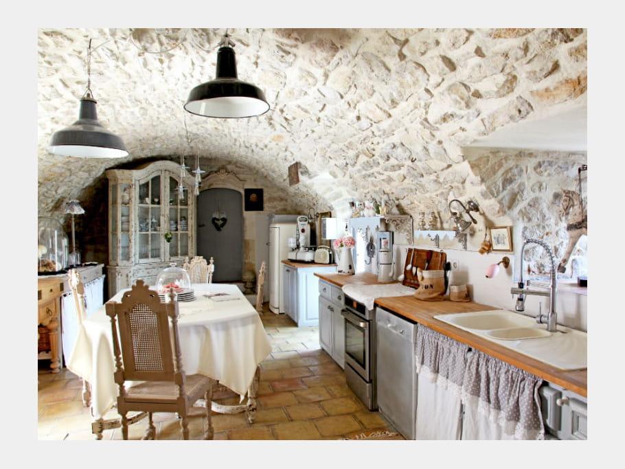 une cuisine style brocante cuisine en bois le naturel. Black Bedroom Furniture Sets. Home Design Ideas