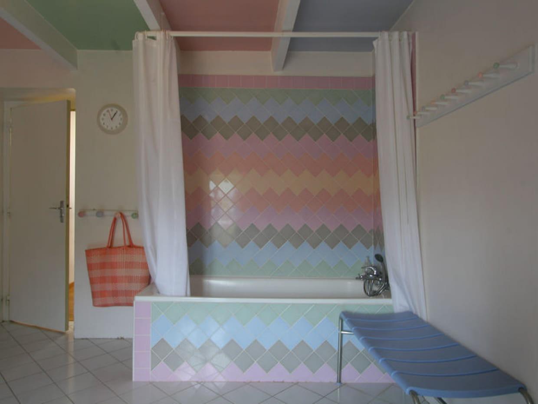 Salle de bains carrel e de pastel - Salle de bain carrelee ...