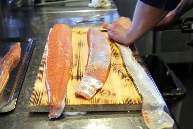 Le saumon y laisse la peau