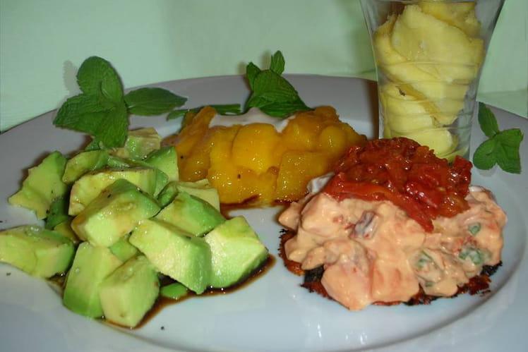 Tartare de saumon sur croustillant de parmesan