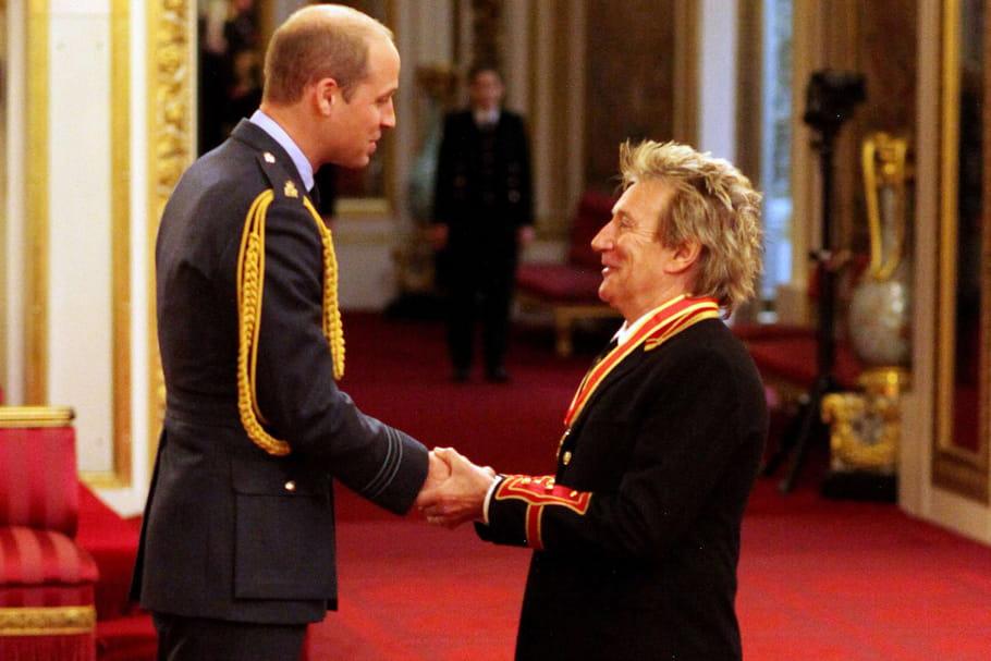 Rod Stewart, heureux de constater que le prince William fait une tête de plus que lui