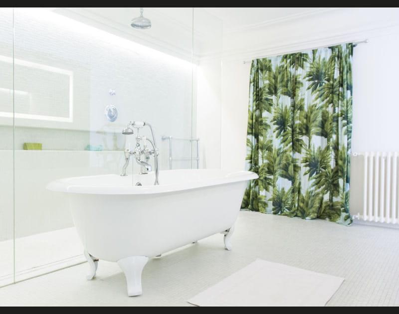 Salle de bains d'une blancheur exotique