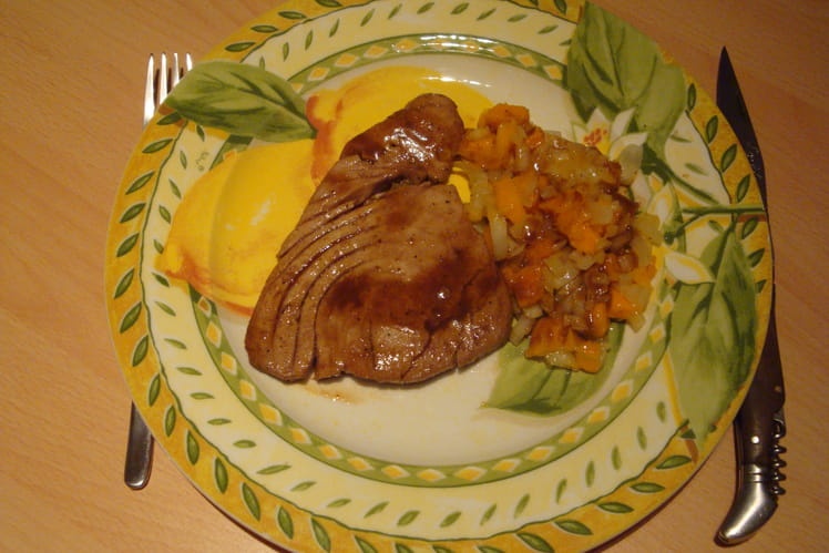 Steak de thon grillé et salsa de mangue