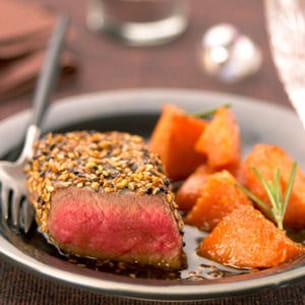 rumsteak de bœuf de chalosse au sésame noir et doré, potiron caramélisé au miel