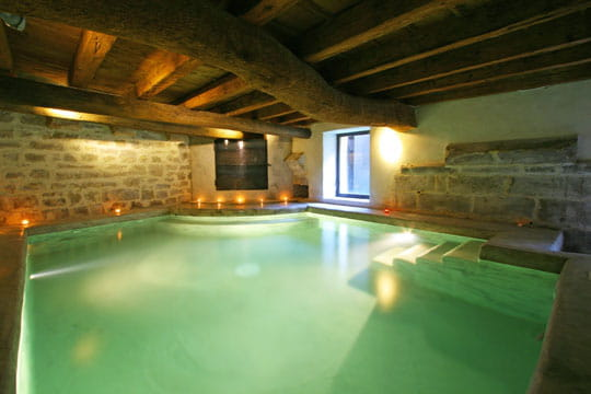 Une piscine sous les poutres