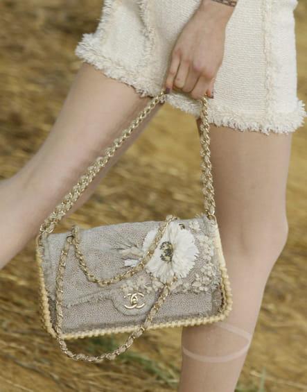 Le sac à main camélia prêt-à-porter printemps-été 2010