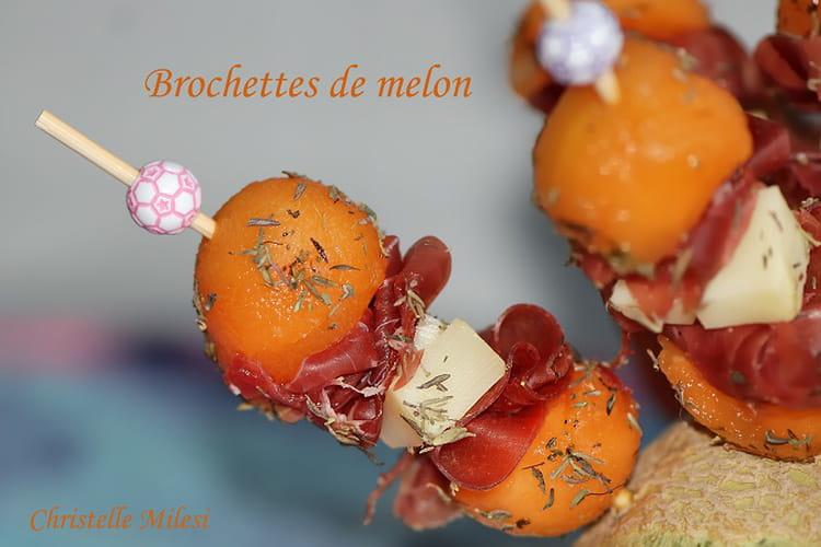 Brochettes de melon, jambon cru et fromage de brebis