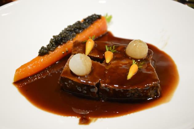 Paleron de boeuf confit, carotte fondante orange, cumin, Caviar Akitania, sauce vigneronne