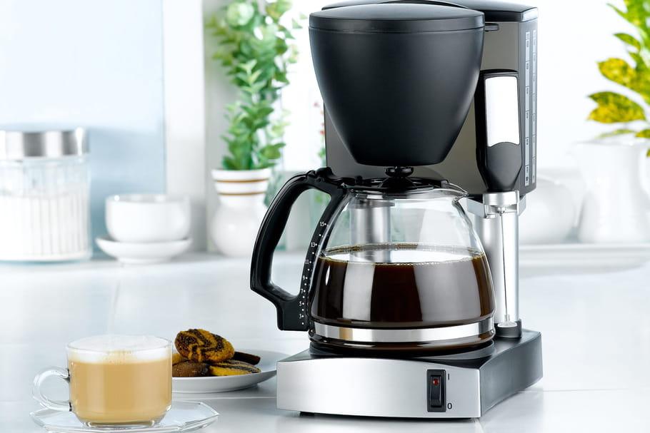 Comment nettoyer une cafetière électrique facilement?